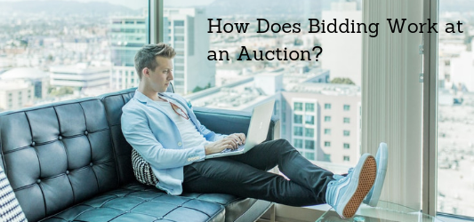 How does bidding work at an auction?